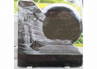 Monuments Bernard Longpré Inc. - Monument gravure aigle et chutes